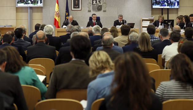 El presidente del tribunal, Ángel Hurtado, junto a los magistrados José Ricardo de Prada y Julio de Diego, durante el primer macrojuicio de la trama Gürtel,