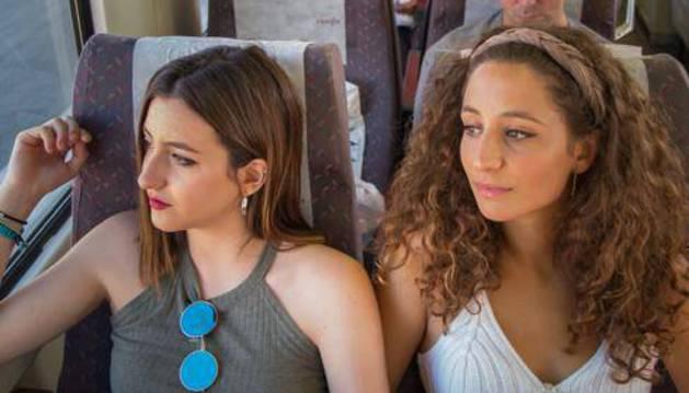 Dos chicas viajan con un billete de Interrail