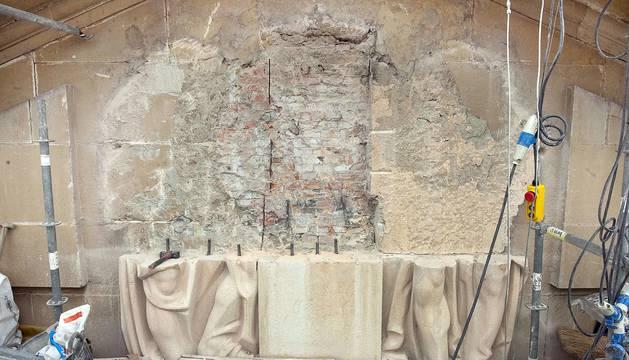 Retirada de la Cruz Laureada del Palacio de Navarra