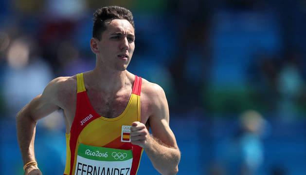 Sergio Fernández durante una de las competiciones de 400m vallas con España