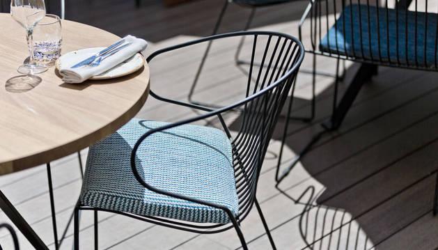 foto de una silla de terraza de la línea de mobiliario Isimar inspirada en el Mediterráneo