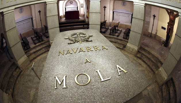 Imagen del interior de la cripta del Monumento a los Caidos donde se encuentran enterrados los restos de los generales Emilio Mola y José Sanjurjo