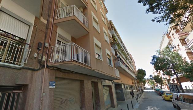 Imagen del portal número 3 de la calle Valeta  de Hospitalet de Llobregat.