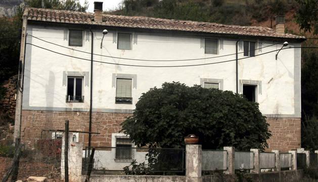 Imagen exterior de la casa, antiguo molino de Torralba del Río, desocupada por su falta de agua.