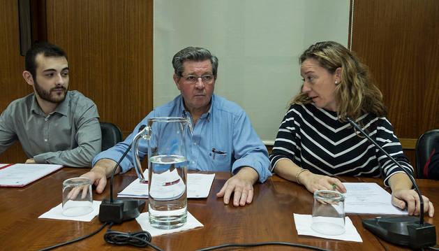Los ediles socialistas Crespo y Sanz de Galdeano con la regionalista Menchu Jiménez.