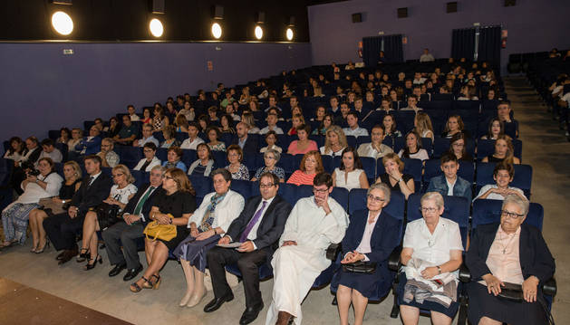 Asistentes a la inauguración de las nuevas instalaciones del colegio Anunciata de Tudela.