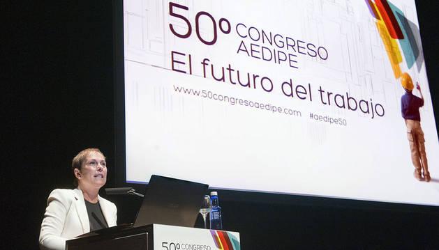 foto de Uxue Barkos en la apertura del Congreso AEDIPE en Pamplona