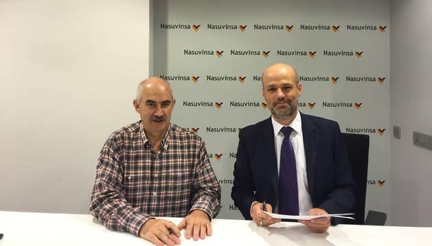 foto de José María Aierdi y Pablo Ayesa en la firma del acuerdo
