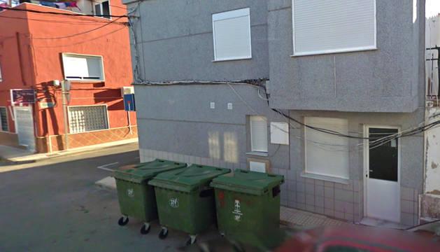 Imagen de unos contenedores en  Pilar de la Horadada (Alicante), donde fue encontrado un bebé muerto.