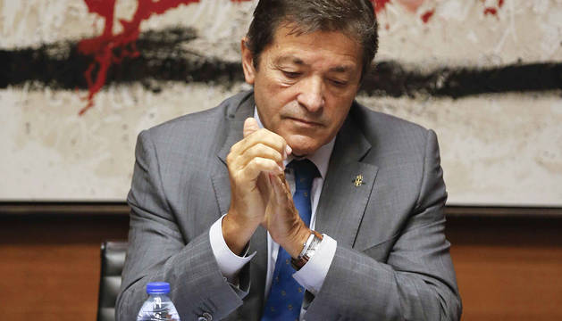 Imagen del presidente de la gestora del PSOE, Javier Fernández.