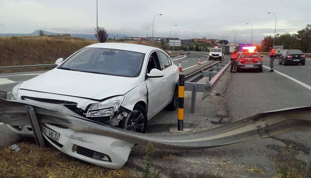 Imagen del coche accidentado en Galar.