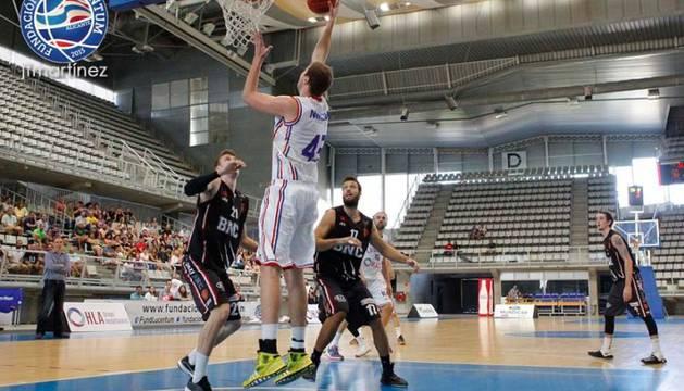 Imagen del partido disputado por el Basket Navarra en la pista del HLA Lucentum.
