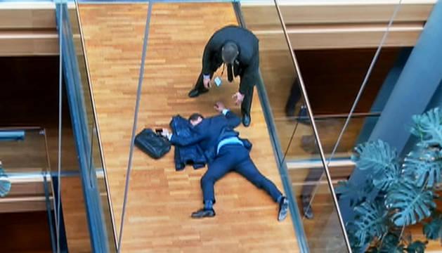 El candidato a liderar el UKIP, herido tras una pelea en el Parlamento Europeo
