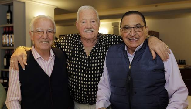 Desde la izquierda: Enrique Los Arcos, Iñaki Astondoa y Enrique Abad en su encuentro de ayer.