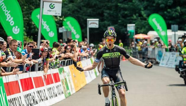 Imagen de Chris Butler celebrando un triunfo.