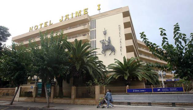 Los afectados son cinco hombres y dos mujeres, de entre 50 y 82 años y procedentes de diferentes territorios del Estado y de países de la Unión Europea, que estuvieron alojados en el Hotel Jaime I (en la imagen), que está cerrado desde el día 2 de octubre