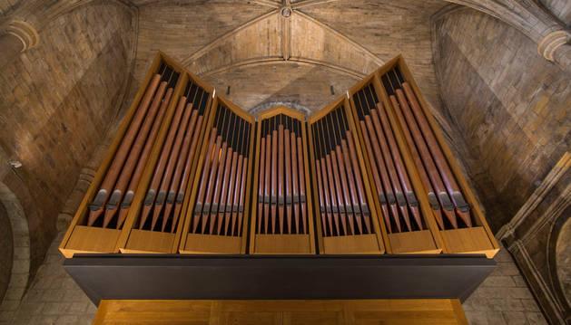 Imagen del órgano del Monasterio de Leyre.