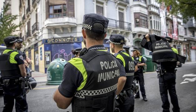 Tres detenidos y siete heridos en el desalojo de un edificio en el Paseo de Sarasate