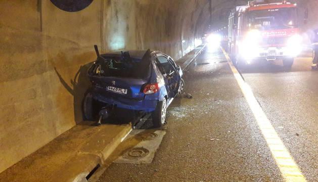 Una persona, herida leve al chocar dos coches en los túneles del Perdón