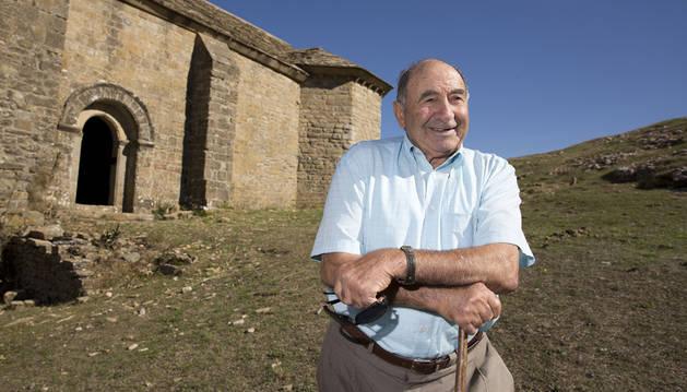 Felipe Ituláin Redín en la ermita de San Miguel en Izaga, a 1.240 metros.