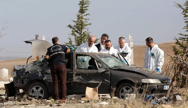 Dos kamikazes se hacen estallar en Turquía al verse rodeados por la Policía