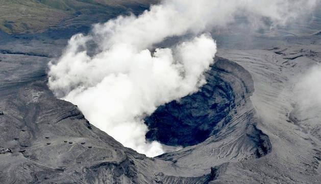 El volcán Aso de Japón, activo por primera vez en 36 años