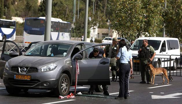 Policías israelíes, en el lugar del tiroteo.
