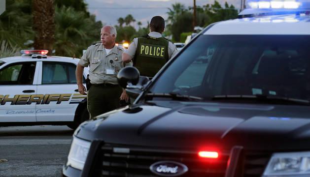 Agentes de policía, en el lugar del tiroteo.