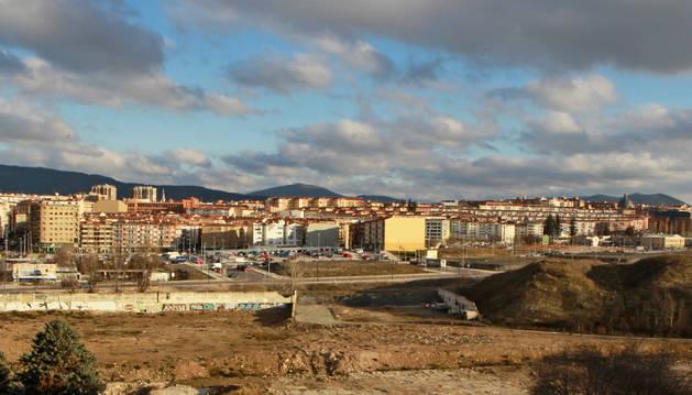 Vista general del barrio de la Milagrosa, a la derecha, de la avenida Zaragoza.