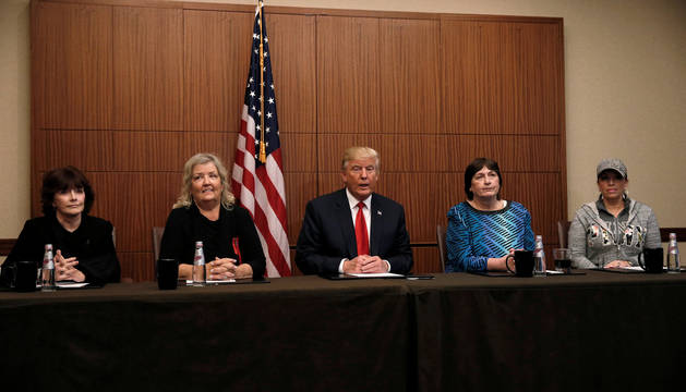 Trump, con Paula Jones, Kathy Shelton, Juanita Broaddrick y Kathleen Willey.
