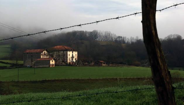 Detalle parcial del Palacio de Aroztegia, donde se proyecta el hotel, campo de golf y área residencial.