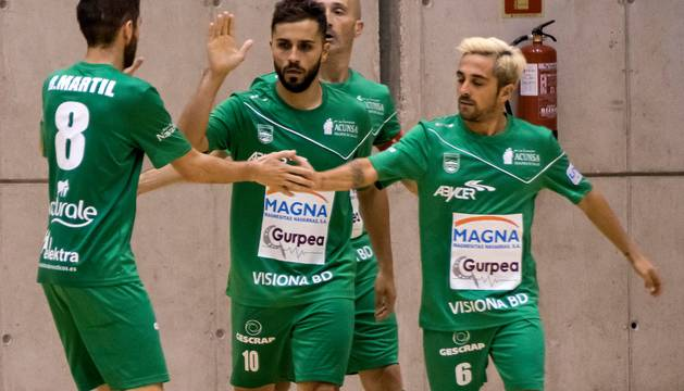 Martil, Rafa Usín y Jesulito celebran un gol en pretemporada.
