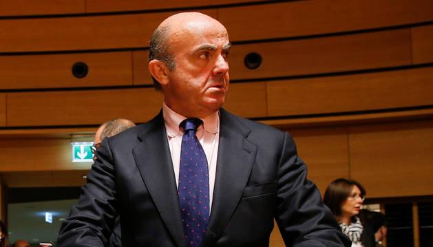 Luis de Guindos, al inicio de la reunión de los ministros del Ecofin en Luxemburgo.