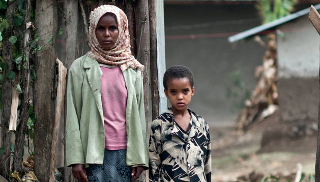 Una etíope de 17 años que fue casada, embarazada y abandonada a los 12. Imagen extraída del informe.