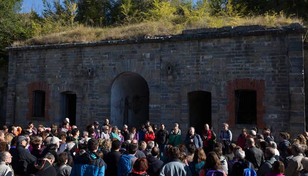 Unas 150 personas participaron el sábado en una visita guiada al fuerte, en lo alto del monte.
