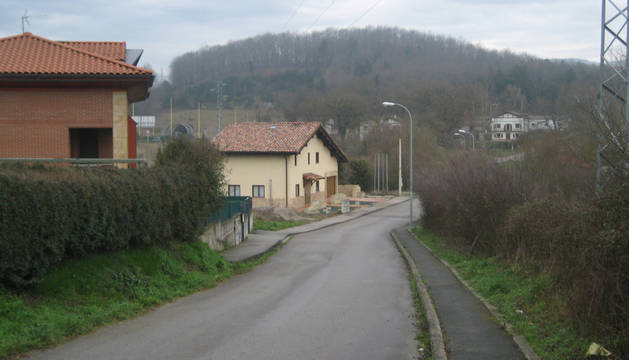 El trazado del camino de Beikolar discurre recto en su tramo final, cuando debía desviarse ligeramente hacia la izquierda.