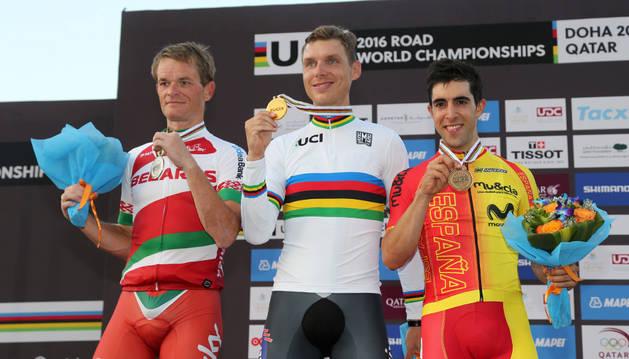 El podio del mundial contrarreloj: Tony Martin (c), Vasil Kiryienka (i) y Jonathan Castroviejo (d).