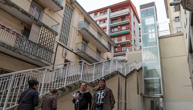 El ascensor de Lizarra funciona de nuevo pero el  Ayuntamiento reclamará