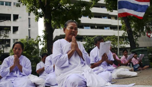 El rey de Tailandia, Bhumibol Adulyadej, falleció este jueves a los 88 años en un hospital de Bangkok donde se encontraba ingresado desde hace más de un año, informó la Casa Real en un comunicado.