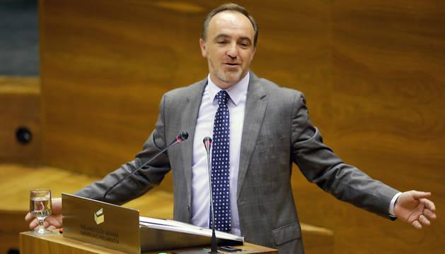 Javier Esparza, durante el pleno de este jueves.