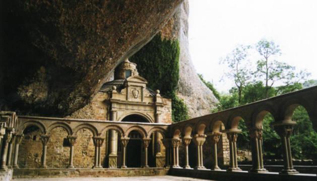 El Monastero de San Juan de la Peña, en Huesca, uno de los lugares donde se cree que fue enterrado García II. La primera vez que se nombra a este rey es por una donación a este centro.