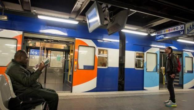 Un tren en una estación francesa.