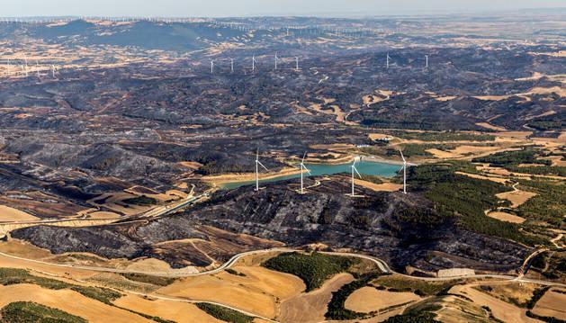 Vista aérea de la zona calcinada en el incendio de Tafalla.