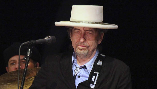 Fotografía de archivo fechada el 20 de junio de 2011 que muestra a Bod Dylan durante un concierto en Tel Aviv, Israel.