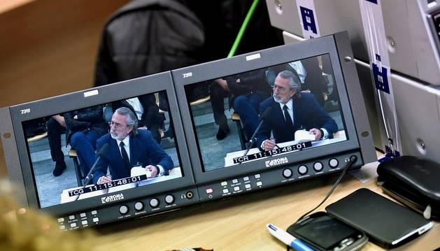 Los periodistas siguen desde la sala de prensa de la Audiencia Nacional la declaración del presunto cabecilla de Gürtel, Francisco Correa.
