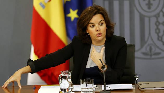 La vicepresidenta del Gobierno en funciones, Soraya Sáenz de Santamaría, durante la rueda de prensa posterior a la reunión del Consejo de Ministros.