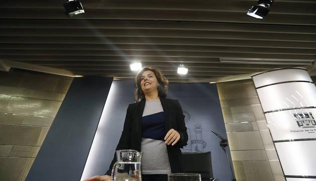 La vicepresidenta del Gobierno en funciones, Soraya Sáenz de Santamaría, a su llegada a la rueda de prensa posterior a la reunión del Consejo de Ministros.