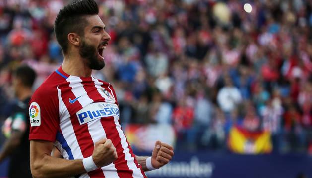 Yannick Ferreira-Carrasco celebra uno de sus tres goles.