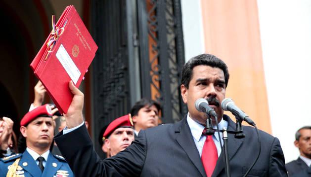 El presidente de Venezuela, Nicolás Maduro, presentando el presupuesto de 2017.
