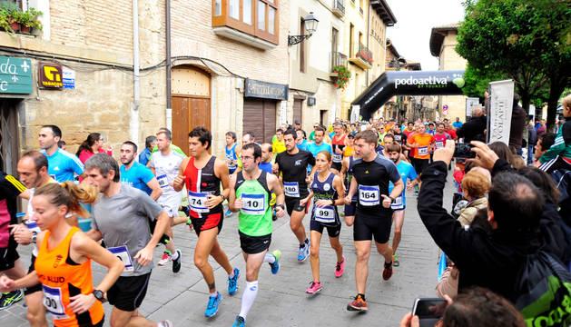 La primera prueba del Circuito Solo Runners reunió ayer en Olite a 168 corredores.